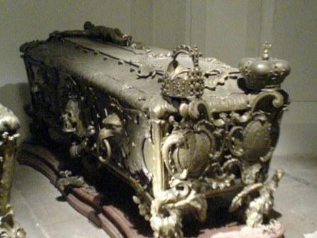 9.18-2 ハプスブルグ家の棺-1.JPG